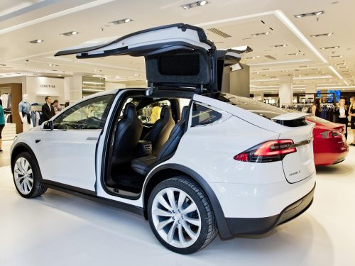 El Corte Ingles e Tesla inaugurano un pop-up store nel centro commerciale di Marbella
